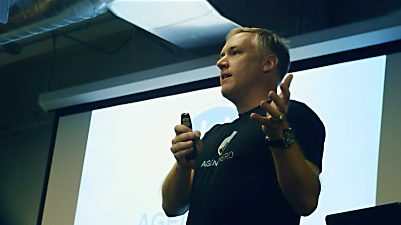 Bunker Labs member giving speech